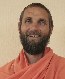 Swami Chidrupananda Giri