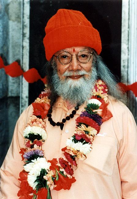 Paramahamsa Hariharananda en bonnet rouge
