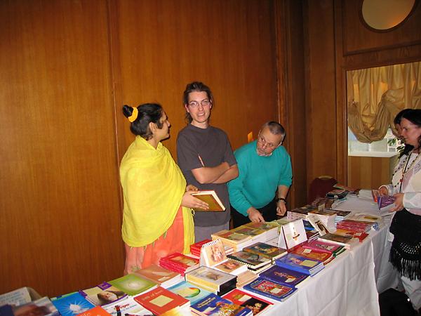 Stand de la librairie au programme de Kriya Yoga de Paris en mars 2006