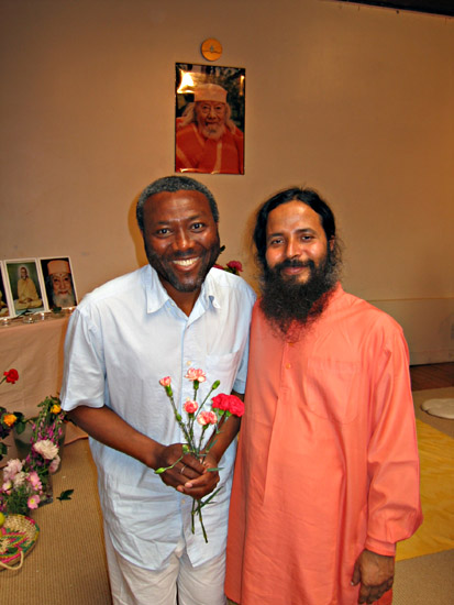 Paramahamsa Prajnananada et Clovis au programme de Kriya Yoga de Paris en juin 2005