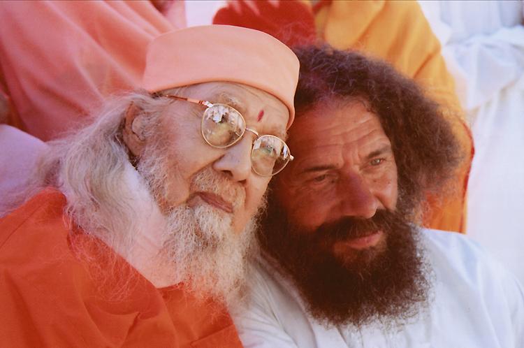 Paramahamsa Hariharananda avec Rajarshi Peter Baba