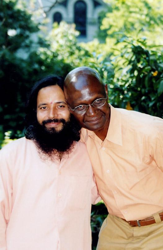 Paramahamsa Prajnanananda et Eugene au programme de Kriya de juin 2004