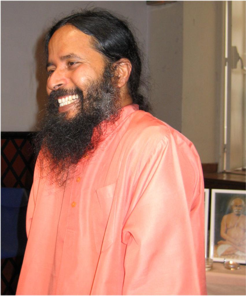 Paramahamsa Prajnananada riant au programme de Kriya Yoga de Paris en juin 2005