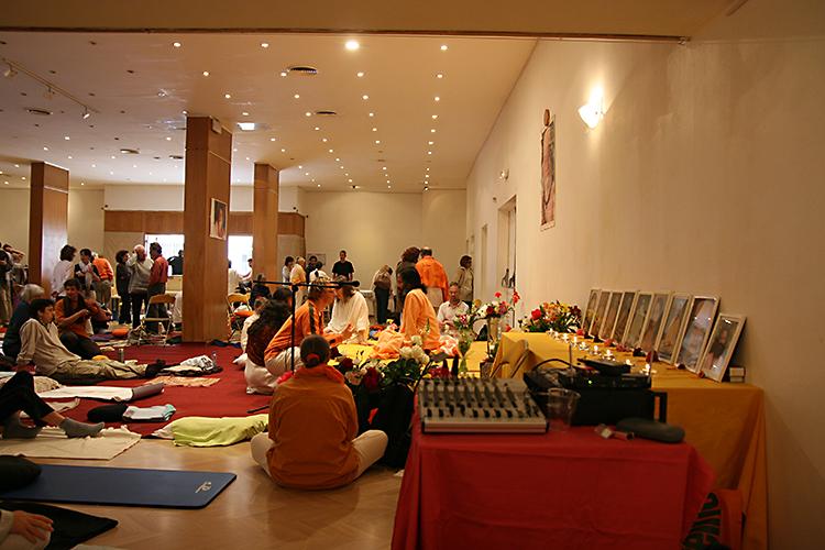 Salle de méditation au programme de Kriya Yoga à Paris en mai 2009