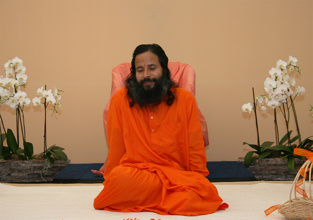 Paramahamsa Prajnananada les yeux férmés au programme de Kriya Yoga du Centenaire de Paramahamsa Hariharananda à Sterksel en août 2006