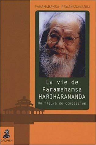 Couverture livre Un Fleuve de Compassion par Paramahamsa Prajnanananda aux editions du Dauphin