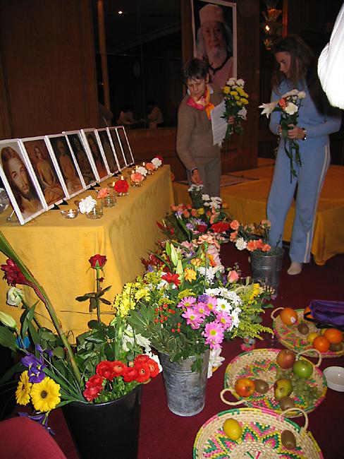 Autel de la lignée des gurus au programme de Kriya Yoga de Paris en novembre 2006