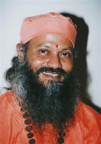 Swami Brahmananda Giri souriant