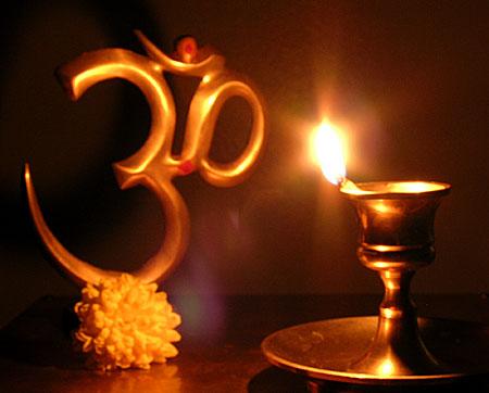 Symbole Om et lampe à huile pour Deepavali