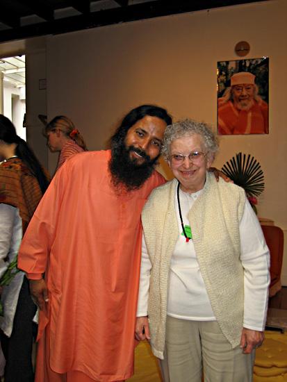 Paramahamsa Prajnananada et Gabi au programme de Kriya Yoga de Paris en juin 2005