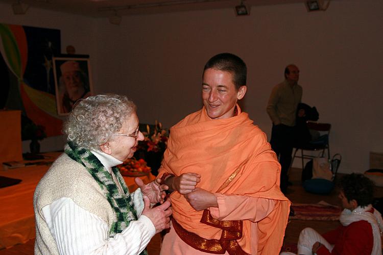 Swami Mangalananda Giri et Gabi au programme kriya yoga de Paris en janvier 2009