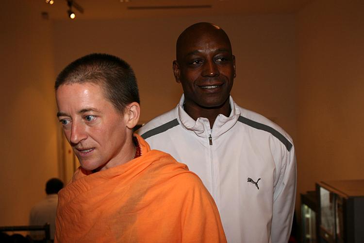 Swami Mangalananda Giri et Francis au programme kriya yoga de Paris en janvier 2009