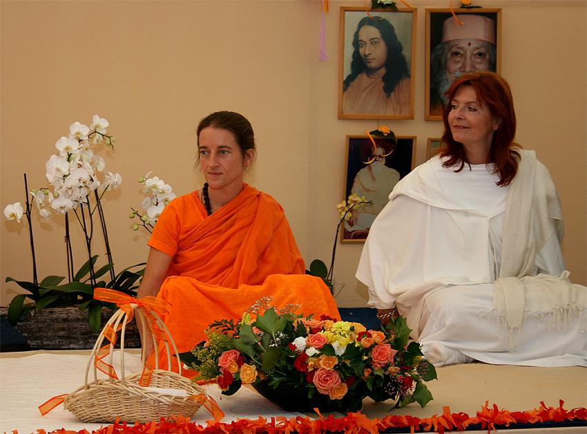 Mangalananda et Christine Jacobson au programme de Kriya Yoga du Centenaire de Paramahamsa Hariharananda à Sterksel en août 2006