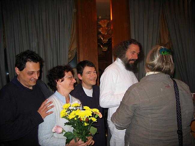 Peter Baba entouré de Kriyavans au programme de Kriya Yoga de Paris en novembre 2006