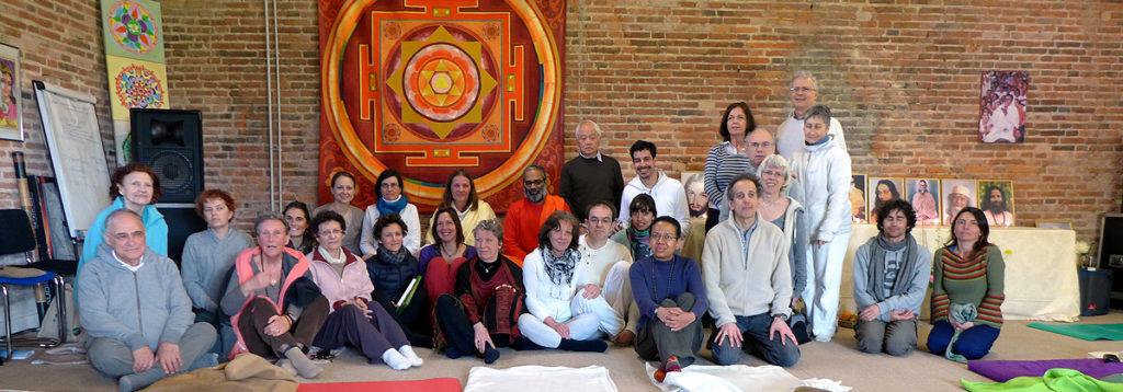 Photo de groupe lors du programme de Kriya Yoga de Pontgouin (le Centre Amma) avril 2016
