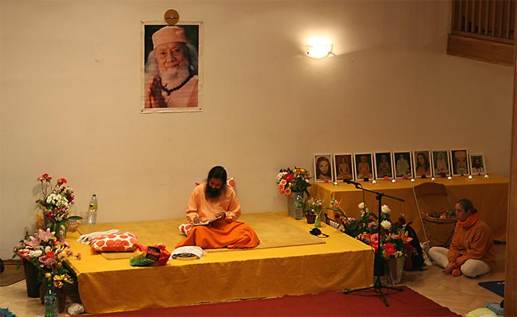Paramahamsa Prajnanananda au programme de Kriya Yoga à Paris en mai 2009