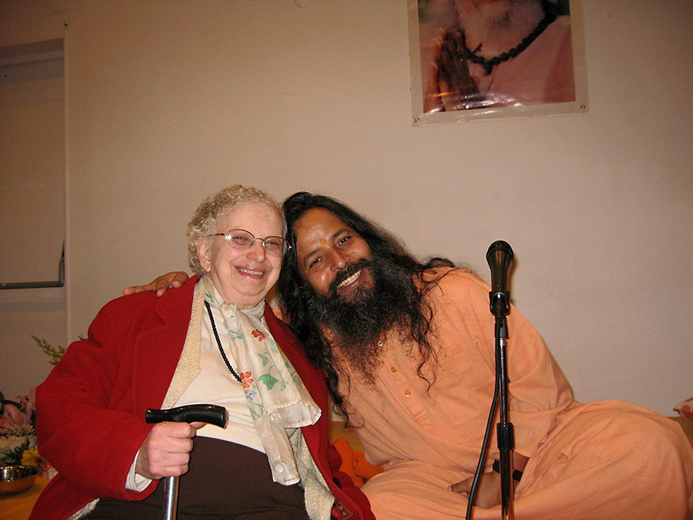 Paramahamsa Prajnanananda joyeux au programme de Kriya Yoga à Paris en mai 2009
