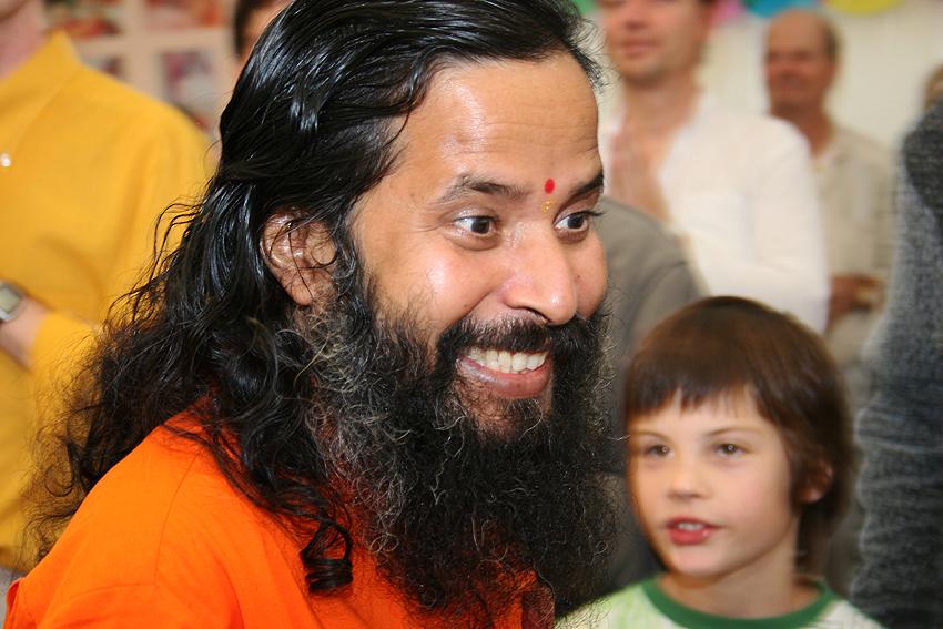 Paramahamsa Prajnanananda tres joyeux au programme de Kriya Yoga du Centenaire de Paramahamsa Hariharananda à Sterksel en août 2006
