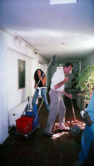 menage à la fin du stage de Kriya Yoga à Sterksel en 2003