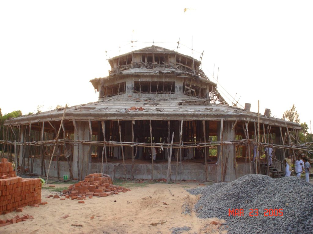 Temple Hariharananda Samadhi en construction