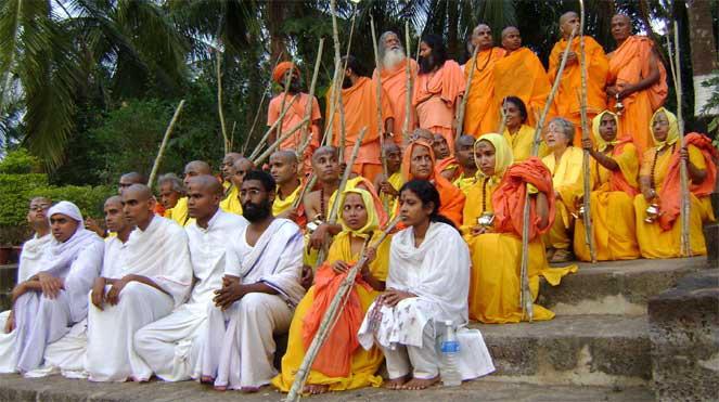 Initiations brahmacharya et sannyasa au Hariharananda Kriya Yoga Gurukulam février 2009