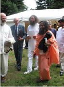 Prajnanananda et Peter Baba lors du programme du Centenaire à Sterksel en août
