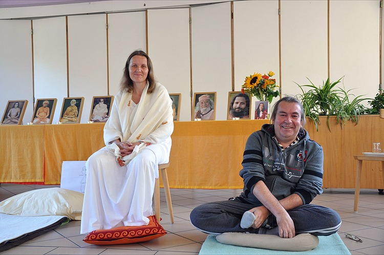 Yogacharya Claudia Cremers et Christian au stage au Luxembourg, octobre 2011